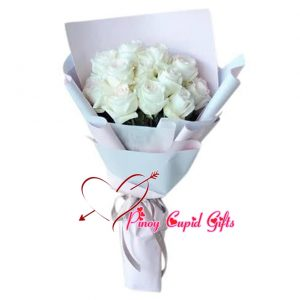 12 White Roses in a hand bouquet