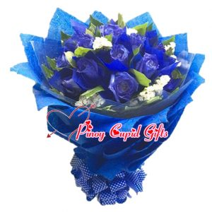 18 Blue Roses in a Hand Bouquet